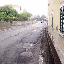 Uggiate, si asfalta via Roma  Strada chiusa per 10 giorni