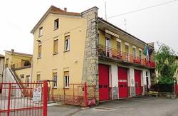 L'attuale caserma dei vigili del fuoco di Cantù: entro un anno deve essere trovata una soluzione