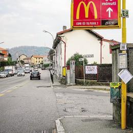 Morti in via Varesina a Como  Un rondò per evitarne altri