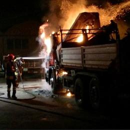 Camion a fuoco a Erba  L'incendio è doloso