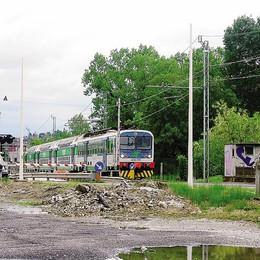 Via Trieste, prove di chiusura  Erba,  via passaggio a livello