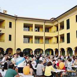 Cena d'estate: 500 in piazza  E spariscono 65 kg di arrosto