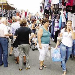 «Mariano, i mercati sono a rischio  Troppo disordine, via gli abusivi»