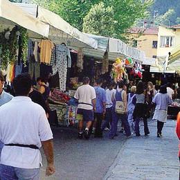 Gli ambulanti in rivolta  «Il mercato resta dov'è»
