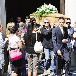 Padre e figlio morti in autostrada  L'addio con le note di Renato Zero