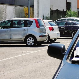 Asnago e i parcheggi a pagamento  Bus scontati con i soldi della sosta