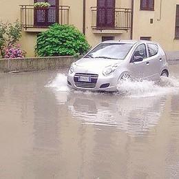 Lurago, allagamenti ogni volta che piove  «Via Santo Stefano come un torrente»