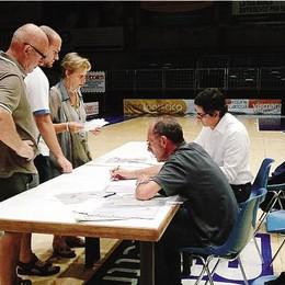 Cantù, i tifosi mantengono le promesse  Firma sul futuro del nuovo basket