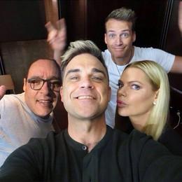 Robbie Williams a Bellagio Ma è solo un fotomontaggio