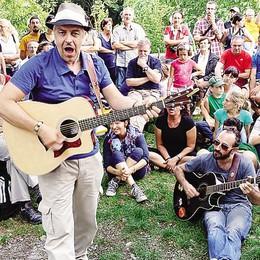 """Il festival di Van De Sfroos  """"Terra&Acqua"""" sabato a Laglio"""
