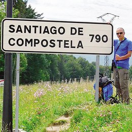 Il politico sulla strada di Santiago  «Sto camminando e meditando»