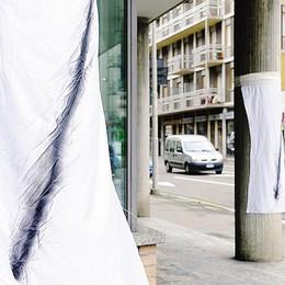 Bandiere listate a lutto  Como, protesta anti tasse