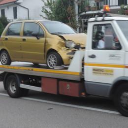 Lomazzo, due feriti  nell'incidente tra auto