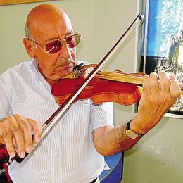 Cantù. Dai comò ai violini  «Io, liutaio dopo la pensione»