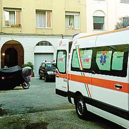 Aggredisce tre persone  Fermato dai carabinieri