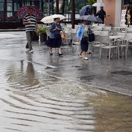 Frane e voragini per la pioggia  In luglio solo 8 giorni di sole