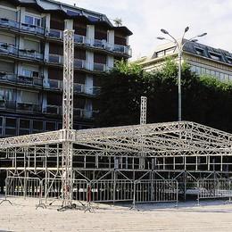 Il fronte del palco  non fa turismo