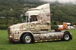 Un altro camion con una bellissima coreografia