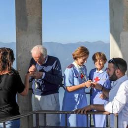 Faro voltiano: 143 gradini di corsa  In cento al test di Comocuore