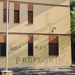 Rodero, scritte anti profughi  E spunta anche la svastica