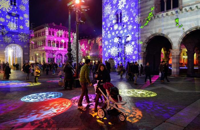 Como Città dei Balocchi proiezione 3D sul Broletto a chiusura del Como Magic Light Festival