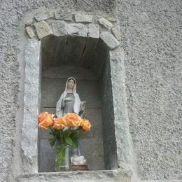 Non c'è proprio religione  Via la statua di Medjugorie