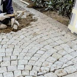 Piazza Volta, c'è la nuova pavimentazione