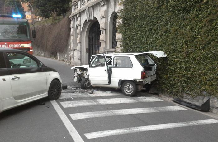 COMO - L'incidente in via per Cernobbio