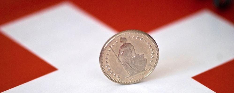 """Svizzera: cambio franco euro, stop al tetto  Moneta elvetica """"rivalutata"""" fino al 30%"""