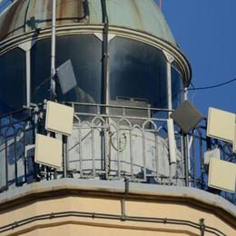 Antenne sul Faro Voltiano  «Vanno tolte tutte»