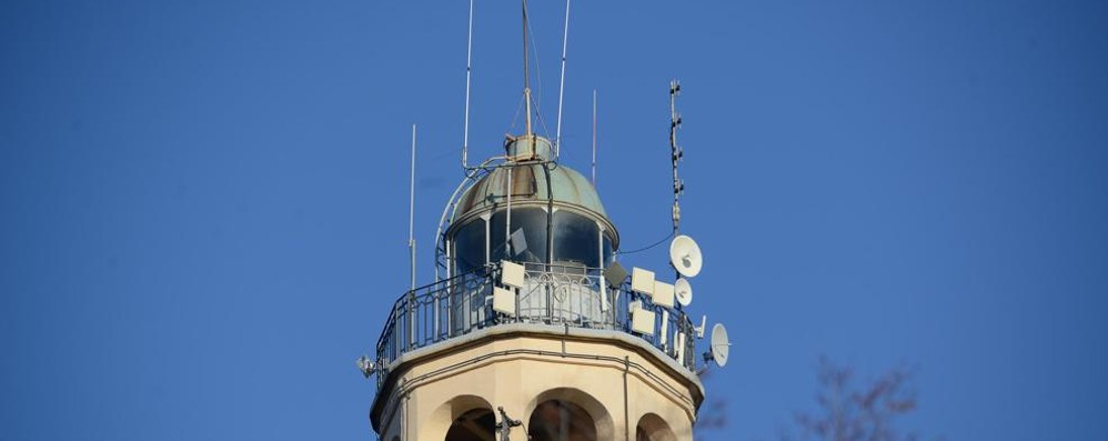 Brunate, le antenne sul faro  «La colpa è di Pandakovic»