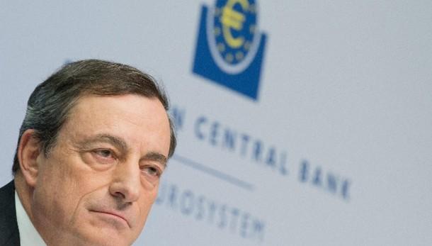 Cambi: euro in rialzo a 1,1569 dollari