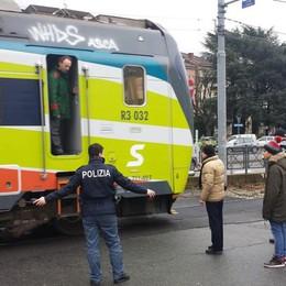 L'autobus abbatte le sbarre  Treni a passo d'uomo in centro