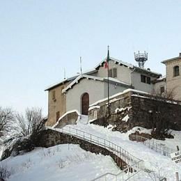 Monte Bisbino, giungla di antenne  Le radiazioni spengono i cellulari