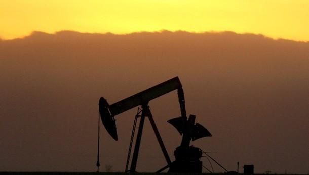 Petrolio: ancora debole a 44,93 dollari
