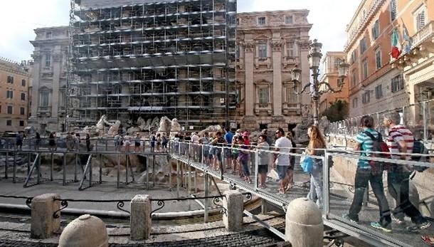 Fontana Trevi, finita parte del restauro