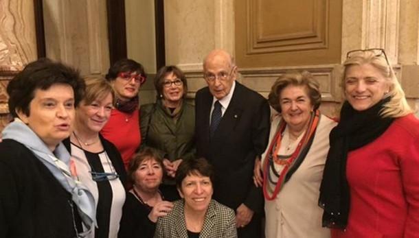 Foto di Napolitano con le senatrici Dem