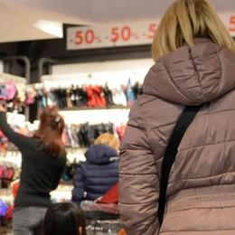 Ancora negozi pieni  I saldi fanno boom  grazie ai turisti