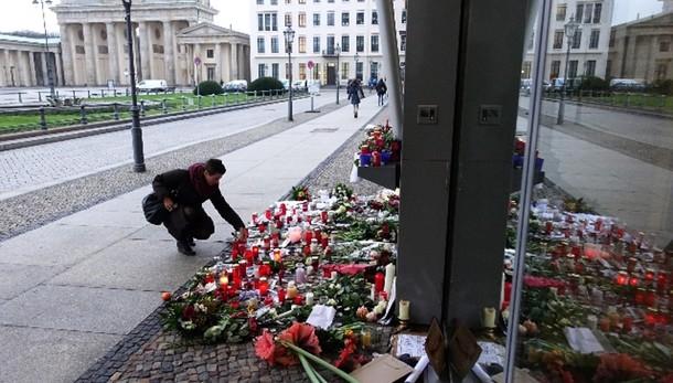 Charlie Hebdo:Stucchi,massimo sforzo 007