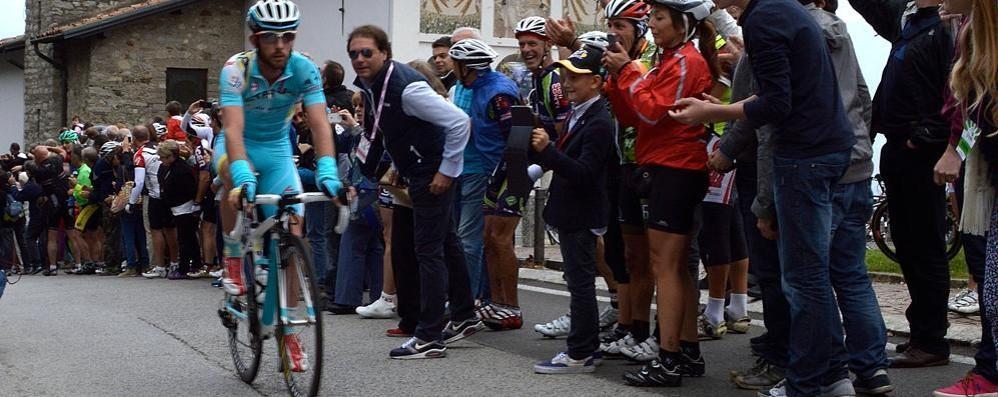 Passa il Giro di Lombardia  Il Ghisallo prepara la festa