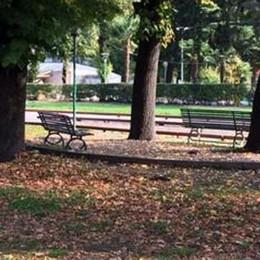 Como, via le cancellate Liberati i giardini a lago