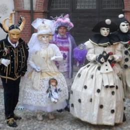 Le maschere di Venezia  sfilano per le vie di Olgiate