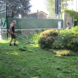 «Cari luratesi, curate i giardini»  Multe da 168 euro ai trasgressori