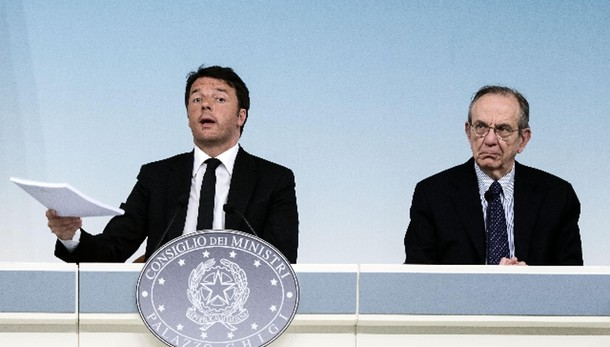 Renzi, limite contante sale a 3.000 euro