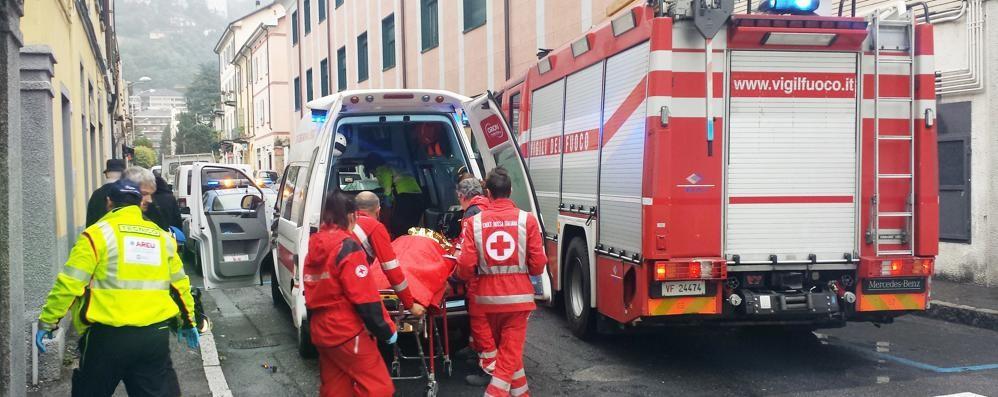 Vigili del fuoco in via Diaz e via Ciceri  Soccorsi due anziani, uno è morto