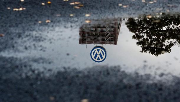 Volkswagen: taglia 1 mld investimenti