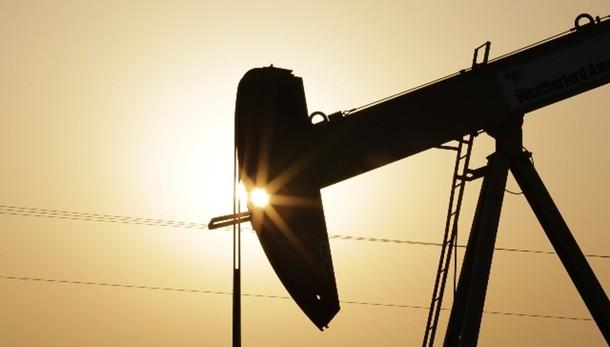 Petrolio apre in rialzo, sotto 47 dlr