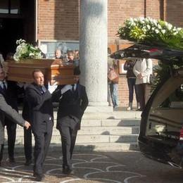 Carugo, l'addio all'architetto ucciso  «Nessuno ha il diritto di giudicare»