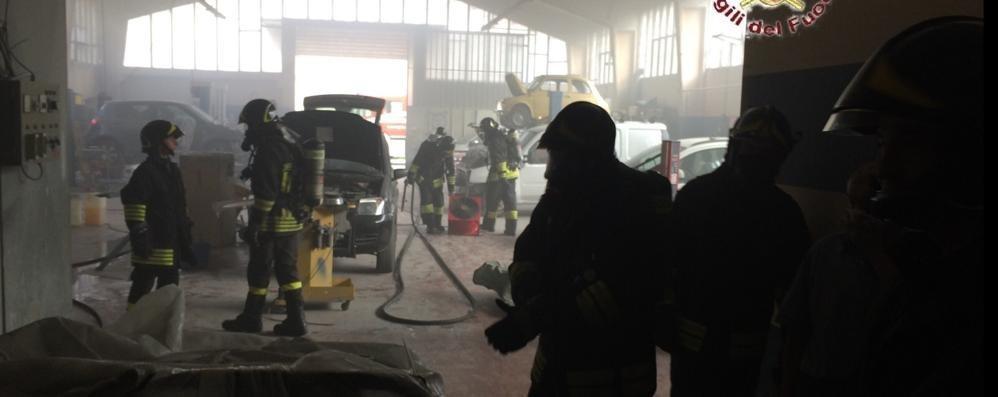 Appiano, incendio in carrozzeria