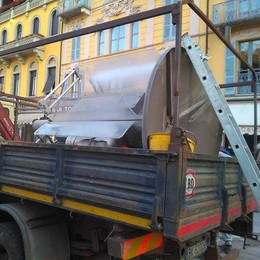 Piazza Cavour, addio telefoni pubblici